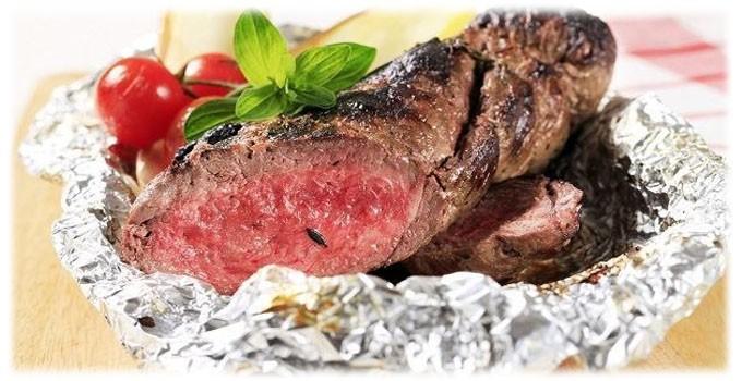 Запеченная говядина в фольге фото